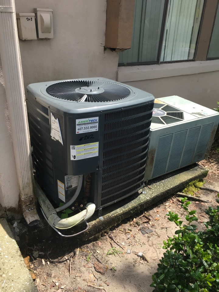 Altamonte Springs, FL - AC Repair Altamonte Springs - Fixing an air conditioner in Altamonte Springs