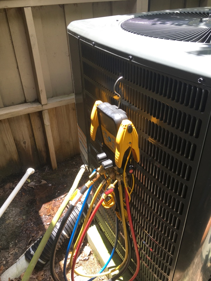 Winter Springs, FL - AC Maintenance Winter Springs - Performing an AC diagnostic in Winter Springs