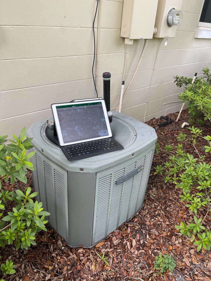 Winter Park, FL - Free AC Estimate Winter Park, FL - Quoting to replace an old inefficient system with a new high efficiency AC System.
