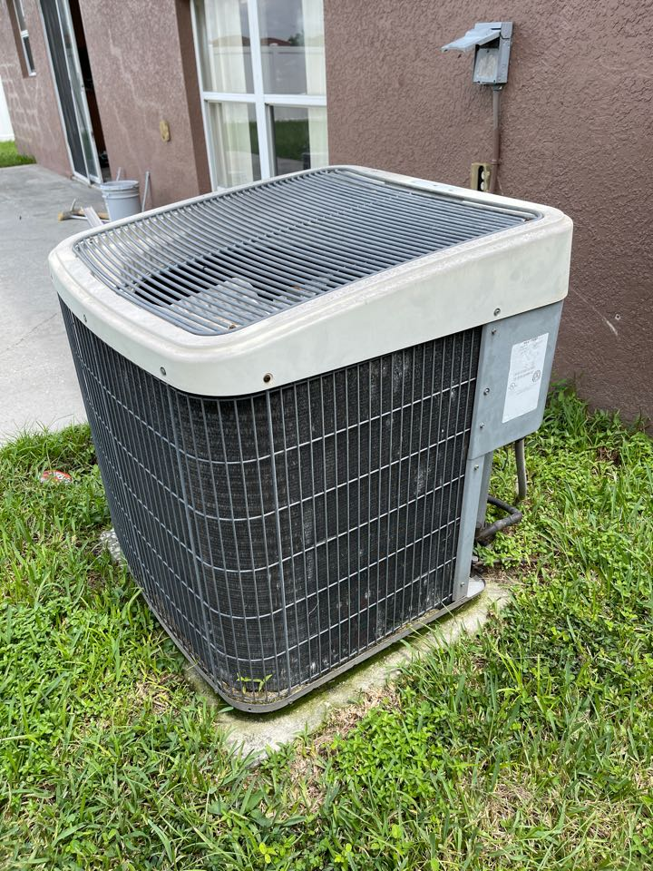 Sanford, FL - AC Installation Sanford - Replacing an old inefficient system with a new high efficiency AC system.