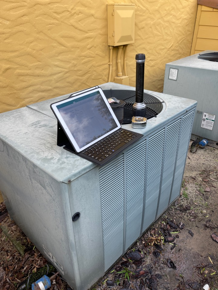 Gotha, FL - Replacing an old inefficient system with a new high efficiency Franklin system.