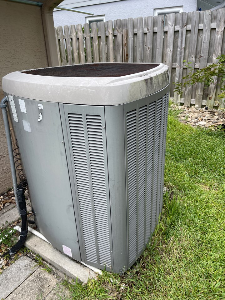 Oviedo, FL - Replacing an old system with a new high efficiency Franklin system.