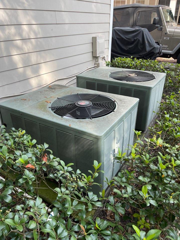 Orlando, FL - Replacing a dead Rheem system with a new high efficiency Rheem system.