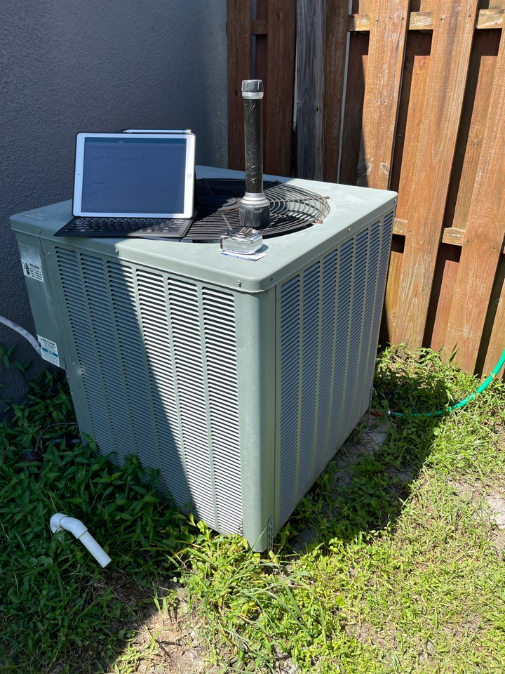 Orlando, FL - Replacing an old inefficient system with a new high efficiency Rheem.