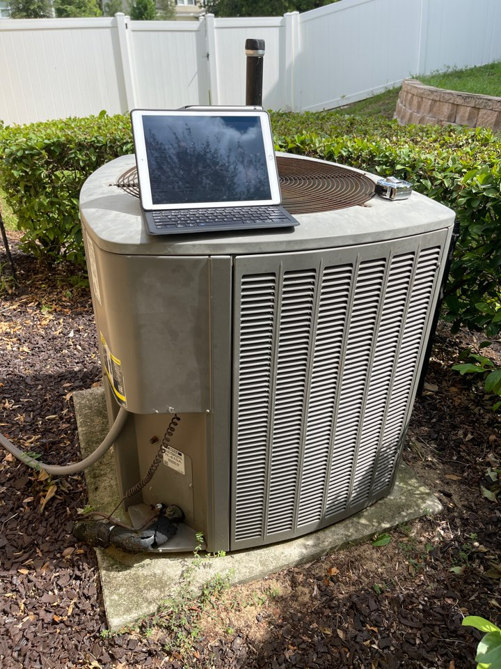 Apopka, FL - Replacing another broken Lennox system with a new high efficiency Franklin system.