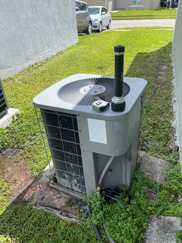 Orlando, FL - Replacing an old inefficient system with a new American Standard system.