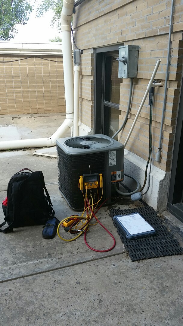 Stratford, TX - Working on a Lennox Unit