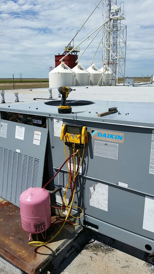 Cactus, TX - Working on a Daikin package unit