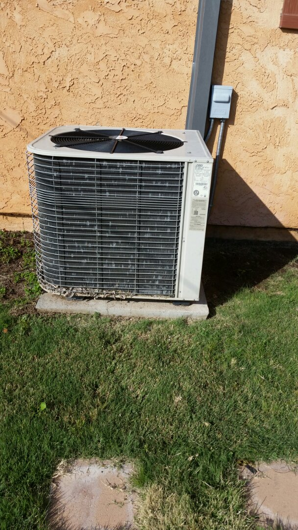 Stratford, TX - Working on a Lennox Heat Pump