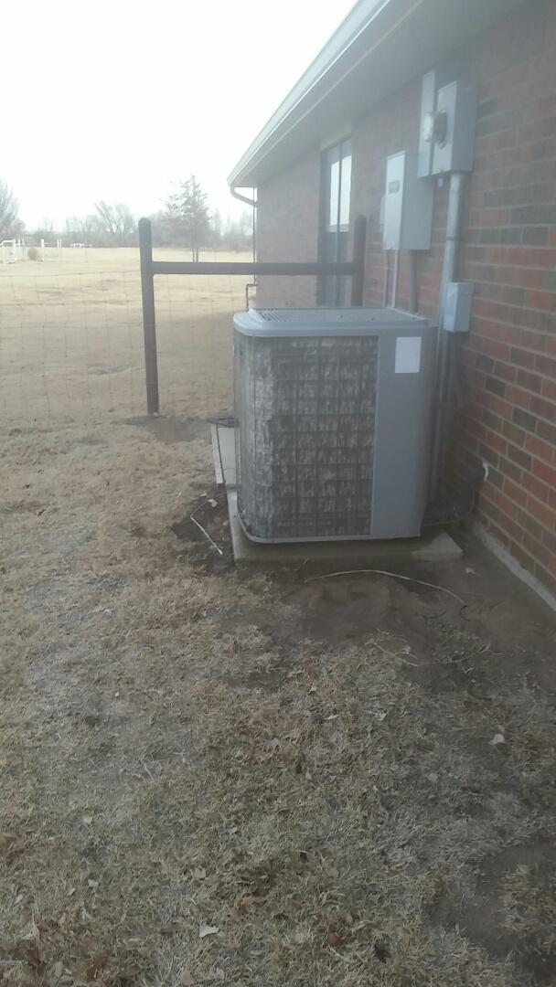 Channing, TX - Working on a Heil Heat Pump