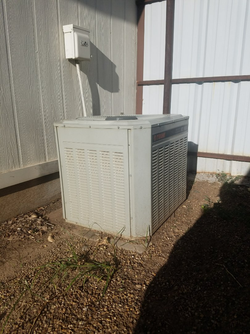 Dumas, TX - Performing a system evaluation on Trane air conditioner.