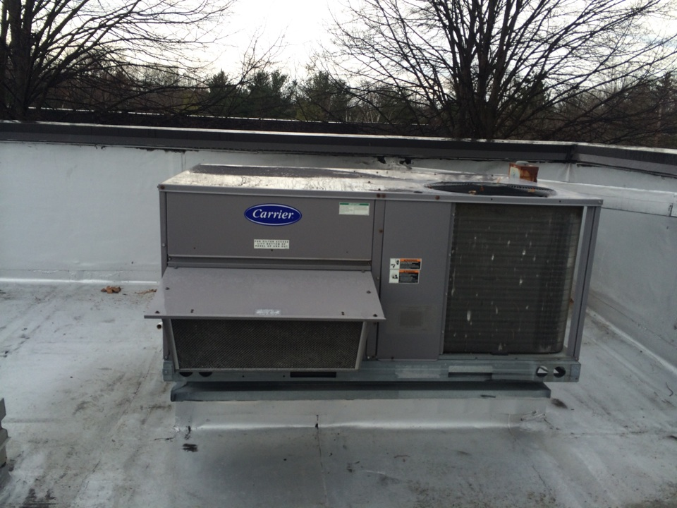 Albany, NY - Repar air conditioner on a Carrier rooftop package unit