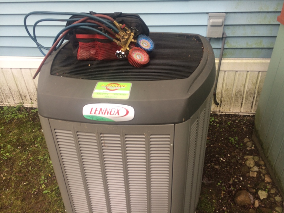 Middle Grove, NY - Service a Lennox air conditioner