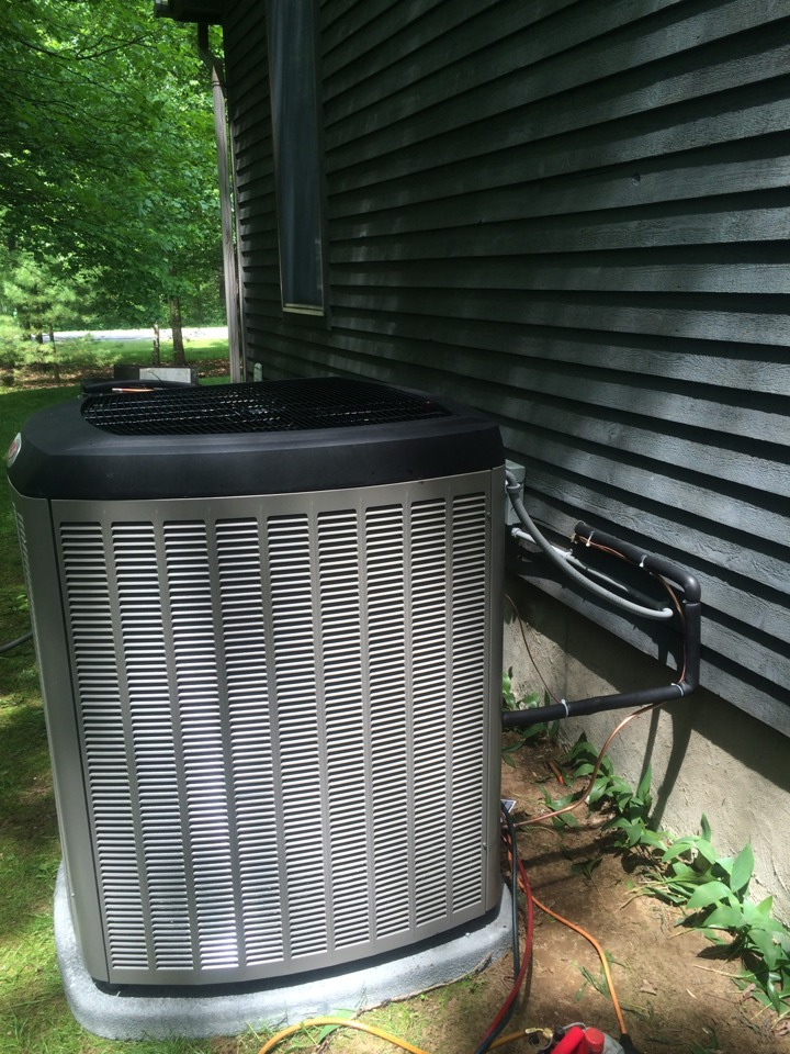 Schuylerville, NY - Replaced existing Lennox heat pump system with new Lennox Slp 98 high efficiency gas furnace, Lennox XC 17 air conditioning and new duct work.