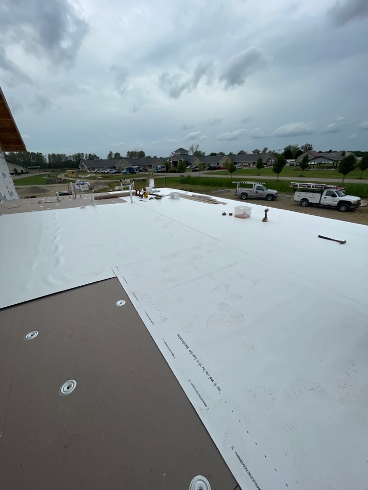 London, OH - Drying in a flat roof on some new construction