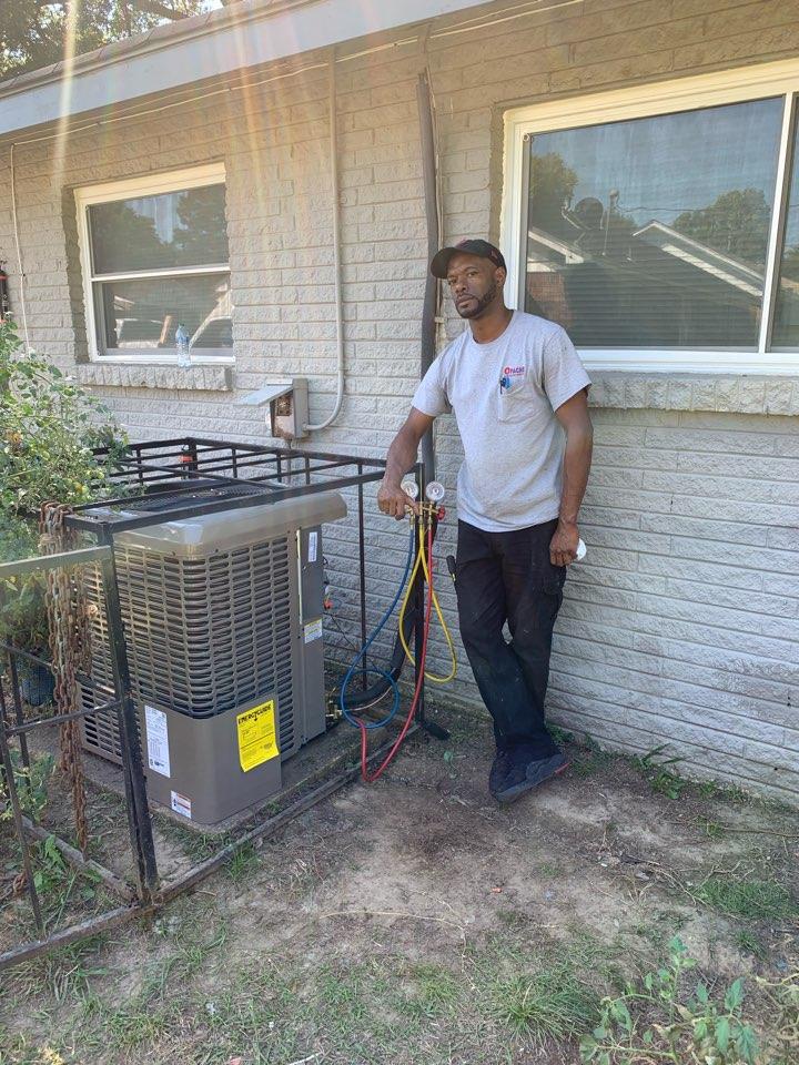 Memphis, TN - Remove and replace condenser unit