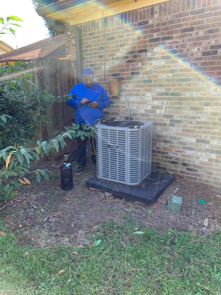 Memphis, TN - Install new system tech checking pressure