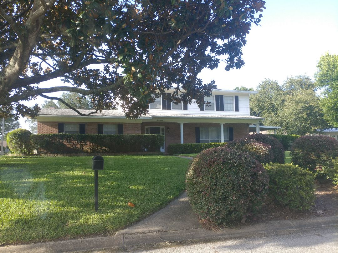 Fort Walton Beach, FL - This great home needs all new impact windows and sliding glass doors, from Folkers