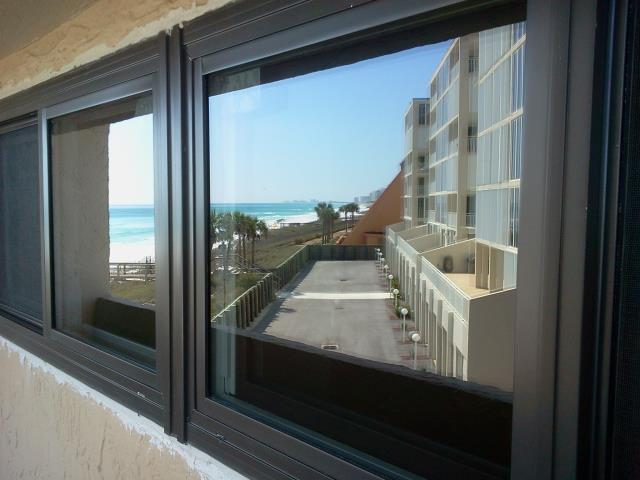 Gulf Shores, AL - Installed five replacement windows Shwinco impact
