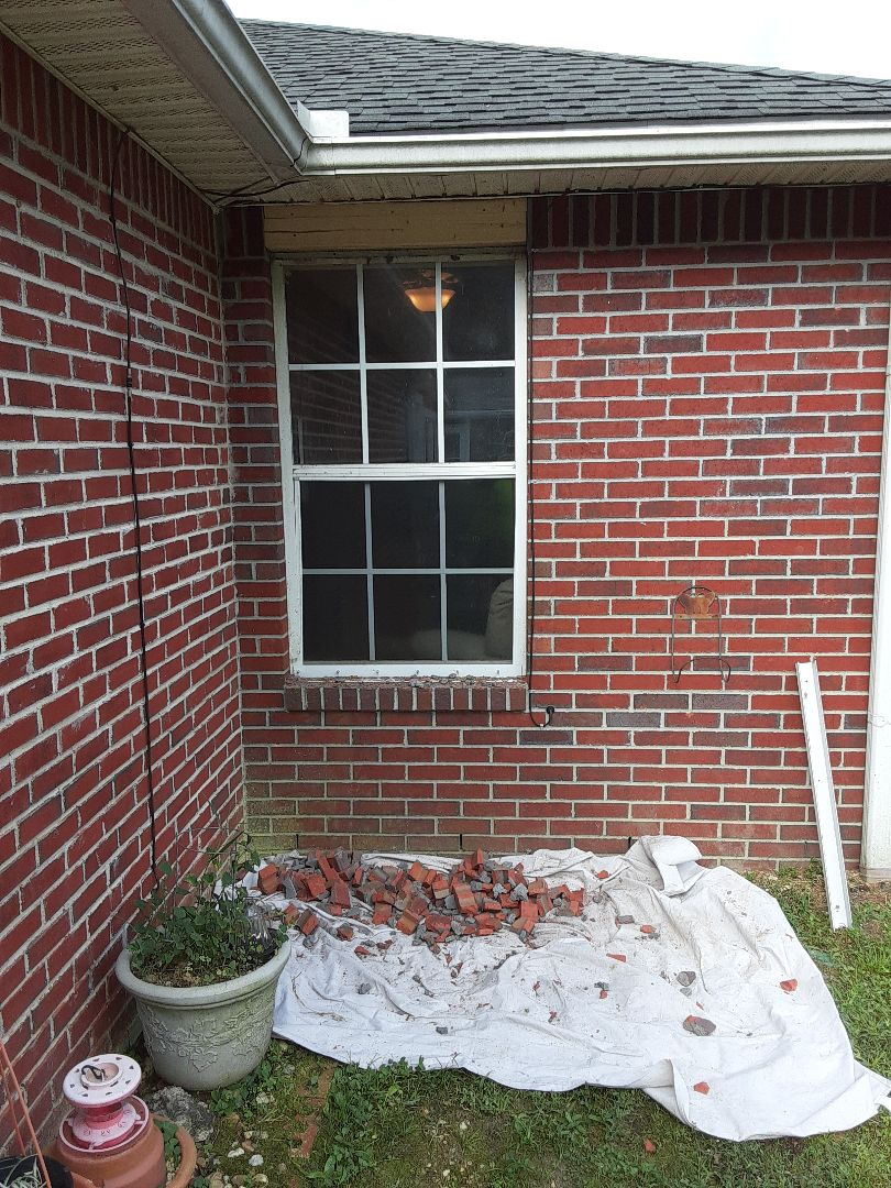 Crestview, FL - Remove and replace windows