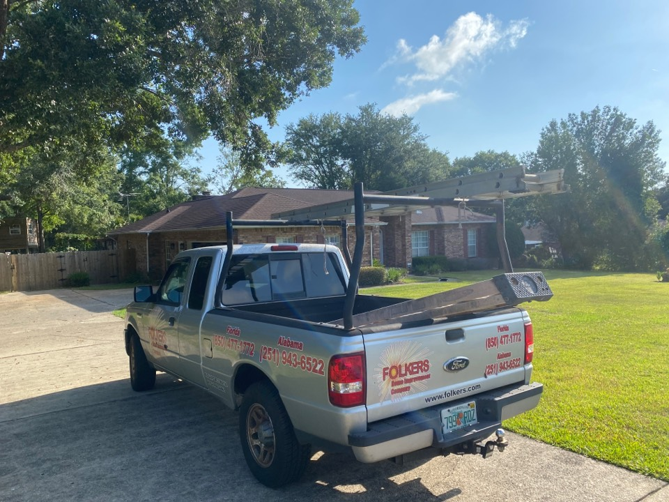 Pace, FL - Measuring for replacement Viwinco single hung windows and fixed picture windows in pace Florida