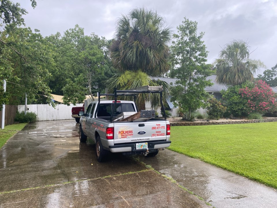 Measuring for replacement Viwinco single hung windows in Tiger point gulf breeze Florida