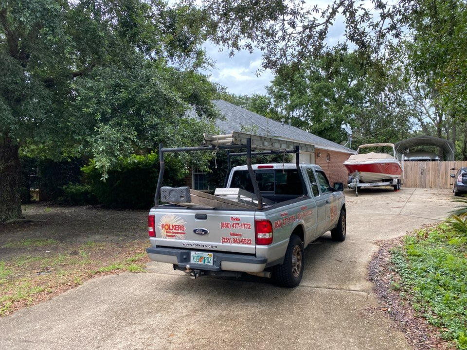 Gulf Breeze, FL - Measuring for replacement Viwinco double hung windows and fixed picture windows and sliding glass doors in gulf breeze Florida