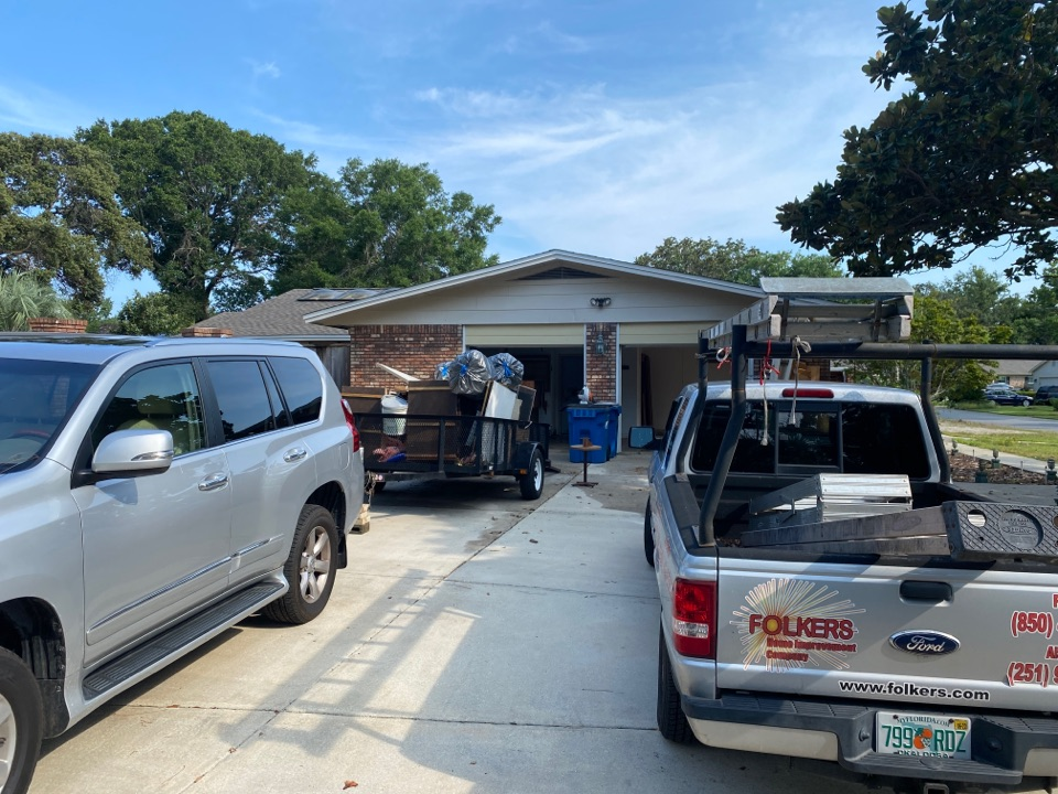 Gulf Breeze, FL - Measuring for impact replacement shwinco single hung windows and sliding windows and sliding glass doors in gulf breeze Florida