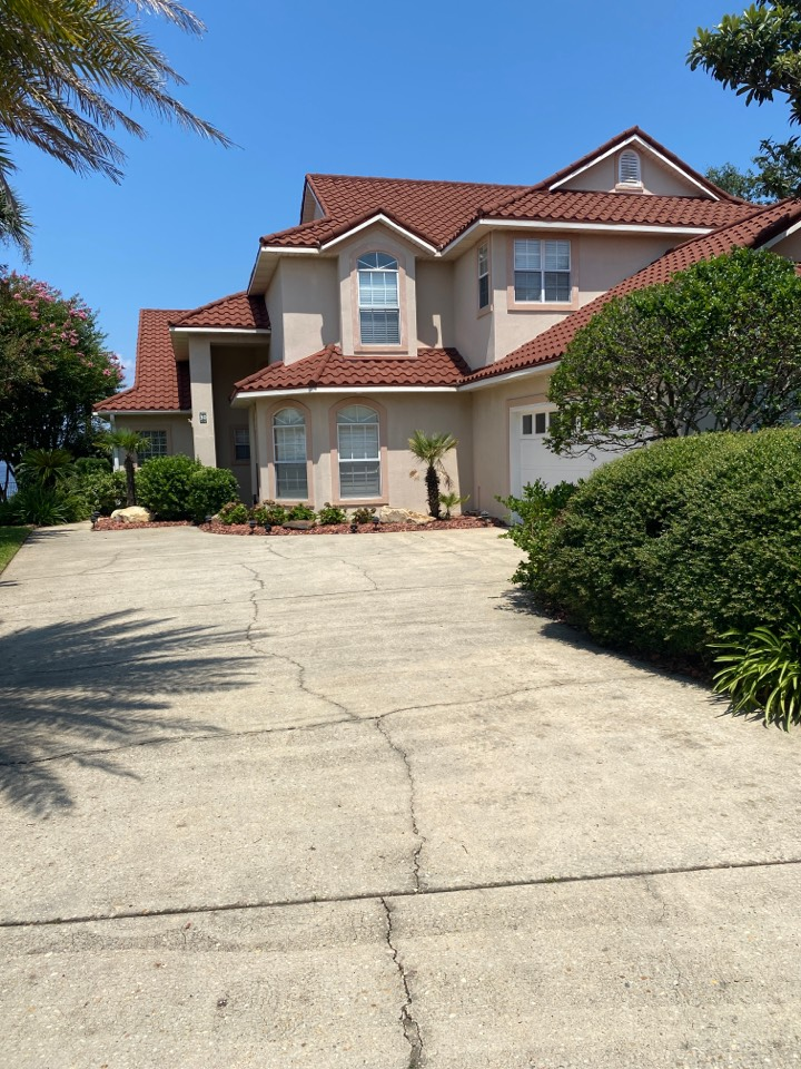 Gulf Breeze, FL - Measuring for impact replacement custom window systems single hung windows and fixed picture windows and folkers hurricane storm panels in gulf breeze Florida