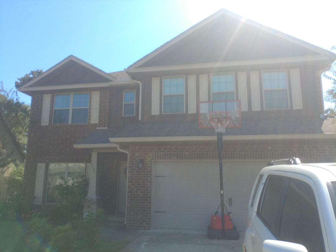 Navarre, FL - Working for replacing leaky windows
