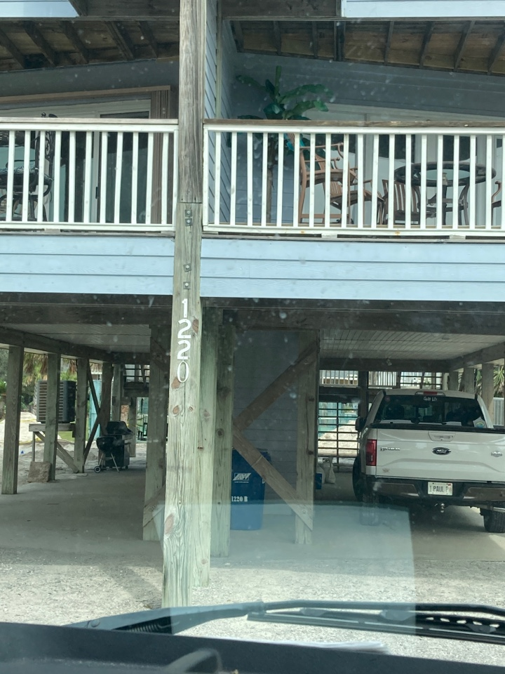 Gulf Shores, AL - Replacing sashes and glazing strips.