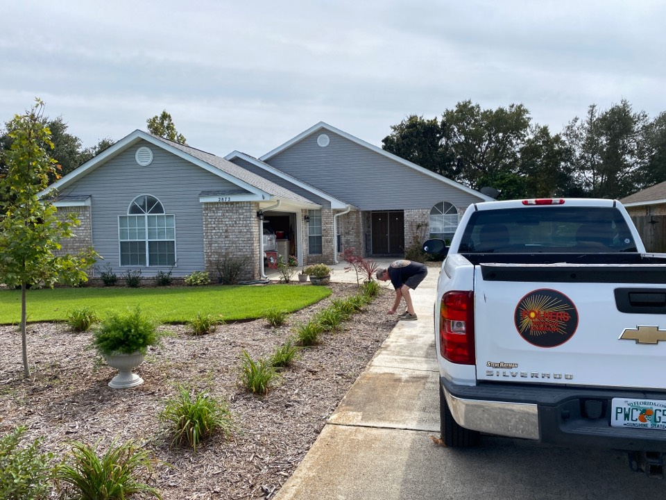 Navarre, FL - Measuring for impact replacement shwinco single hung windows in navarre Florida