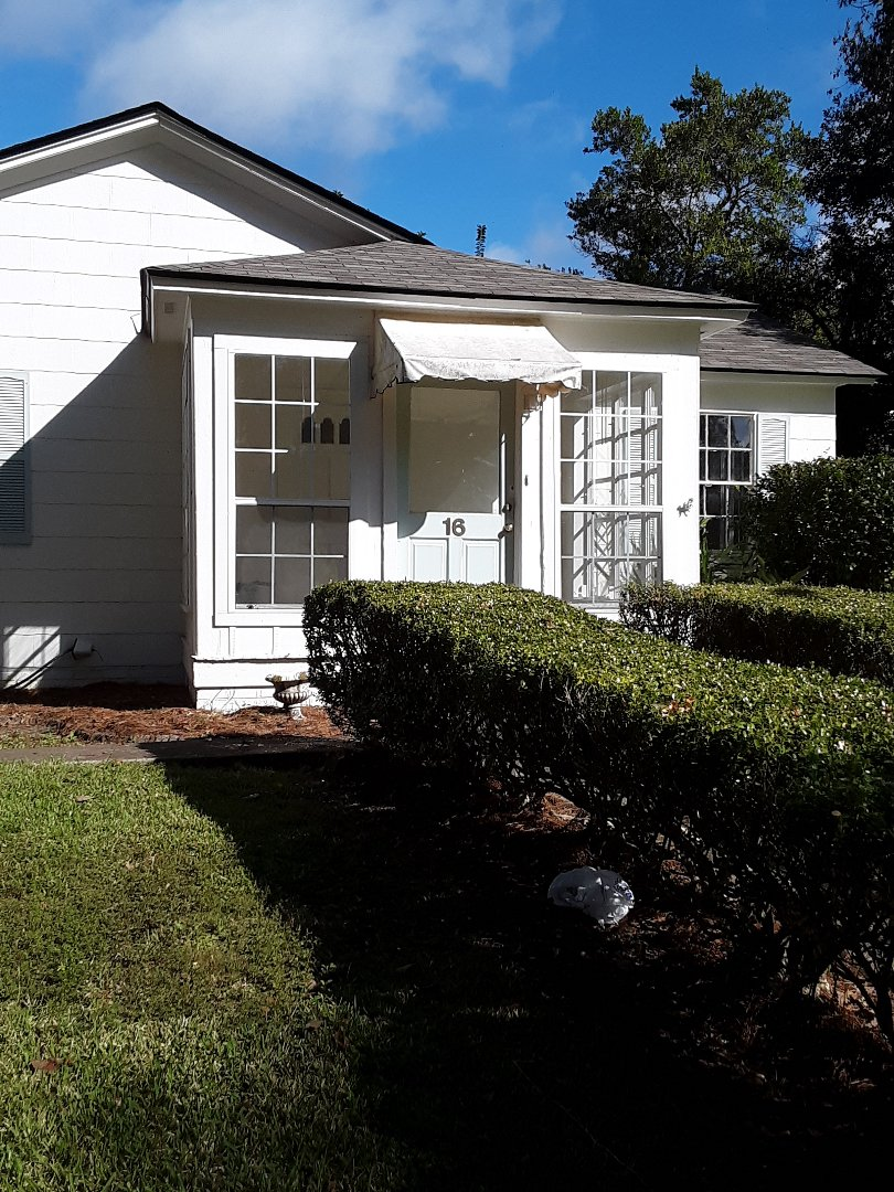 White vinyl Chloe Argonne single hung windows with screens in Impact for this customer