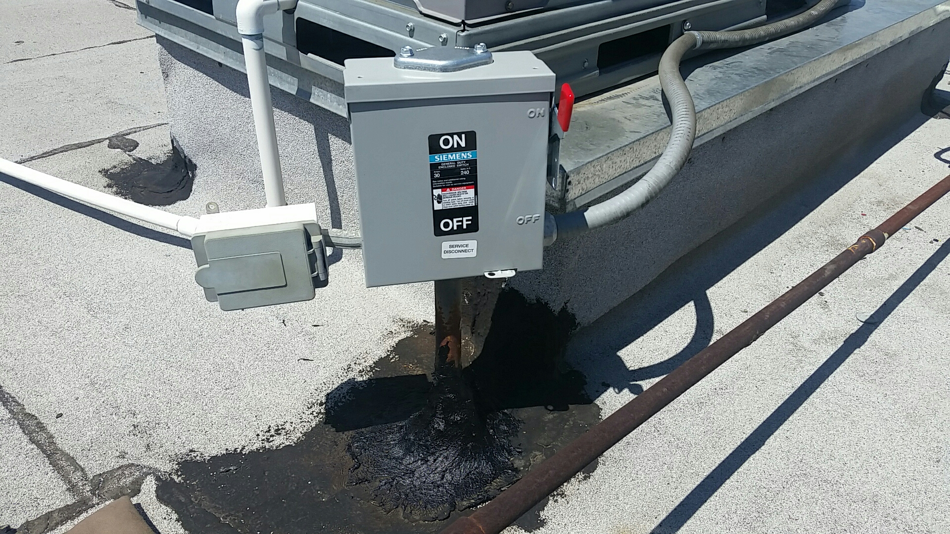 West Covina, CA - Install new 3 phase disconnect on rooftop package unit
