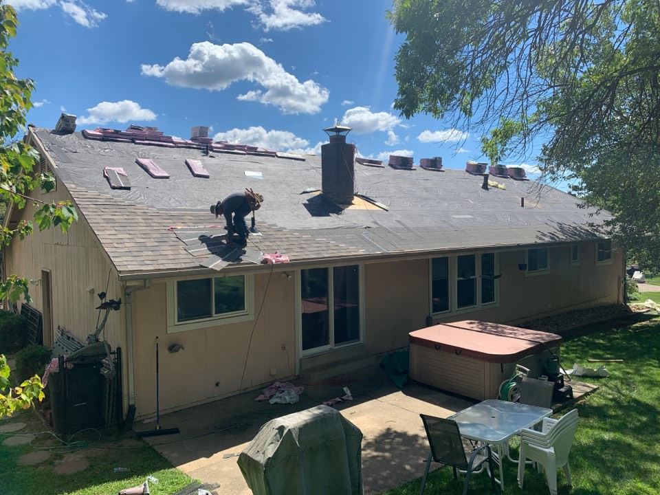St. Louis, MO - We are installing a new roof today in the Creve Coeur area off Craig Rd between Olive & Page. This is a hail damage claim from the July 9, 2021 paid for by insurance. We are installing Owens Corning Duration architectural shingles, color = Sand Dune.