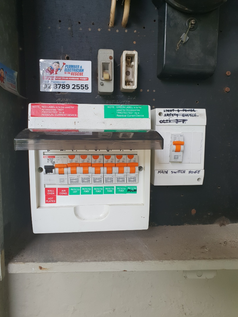 Balmain, NSW - Electrician needed to service and replace smoke alarms in Balmain. Upgraded to interlinked alarms and checked switchboard, replaced safety switches. Safety inspection on all electrical fittings - all good!