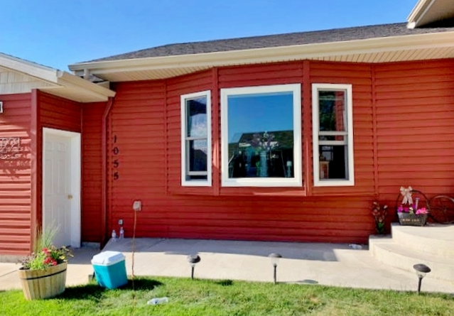 Helena, MT - This Helena home upgraded their vinyl windows to Renewal by Andersen Fibrex.