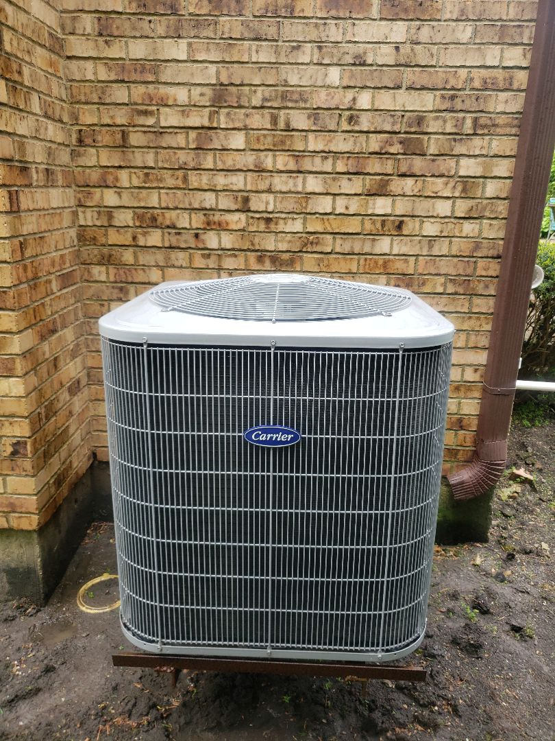 Deerfield, IL - Air Conditioner Tune-up on Carrier air conditioner located in Deerfield Illinois