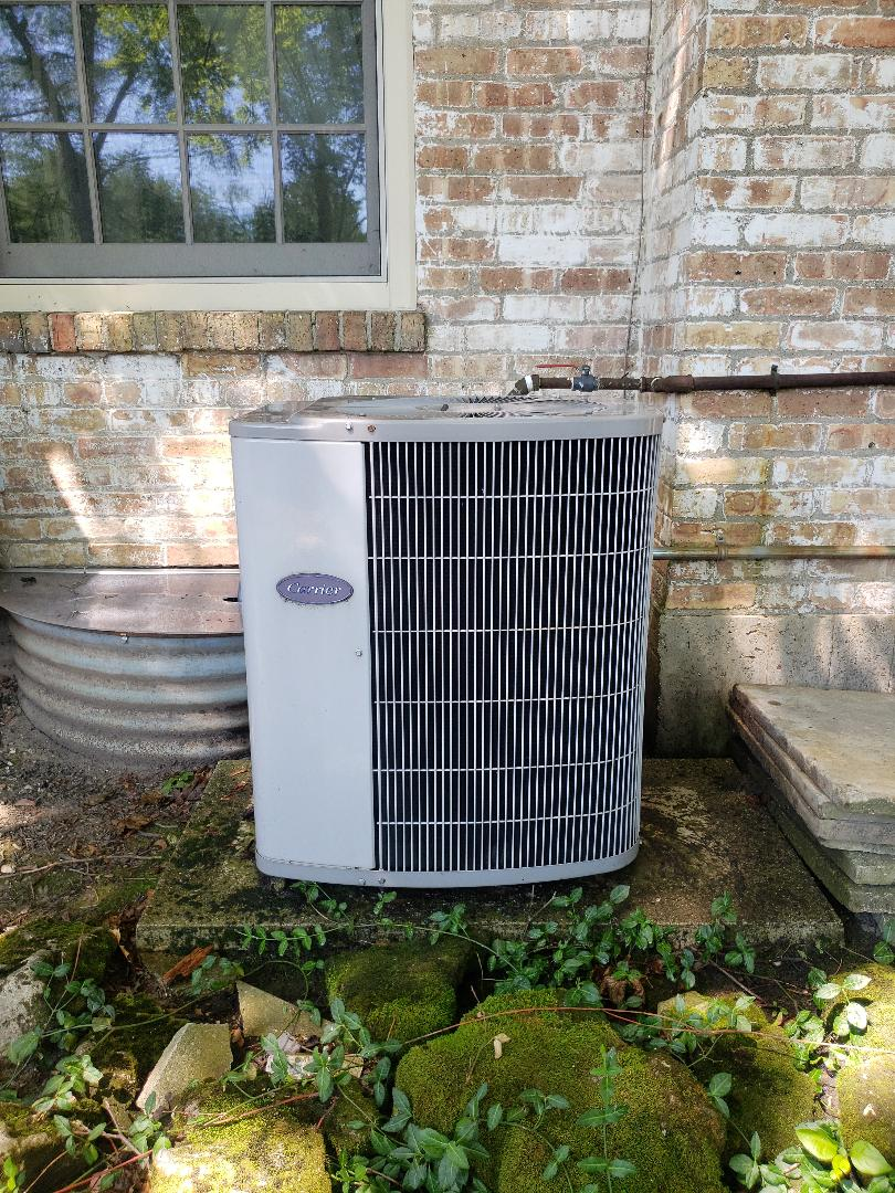 Carrier air conditioner not cooling in Glencoe Illinois. Add freon refrigerant and replace capacitor. Need an ac tune -up...Keep your air conditioner running efficiently - Call North Shore Heating and Cooling the best ac contractor located near you in Glenview Illinois. We are the experts in ac service, ac repair and ac replacement and installation. Call now to set up you air conditioner maintenance and cleaning at 847-729-1040 and visit us at www.northshoreheatingandcooling.com