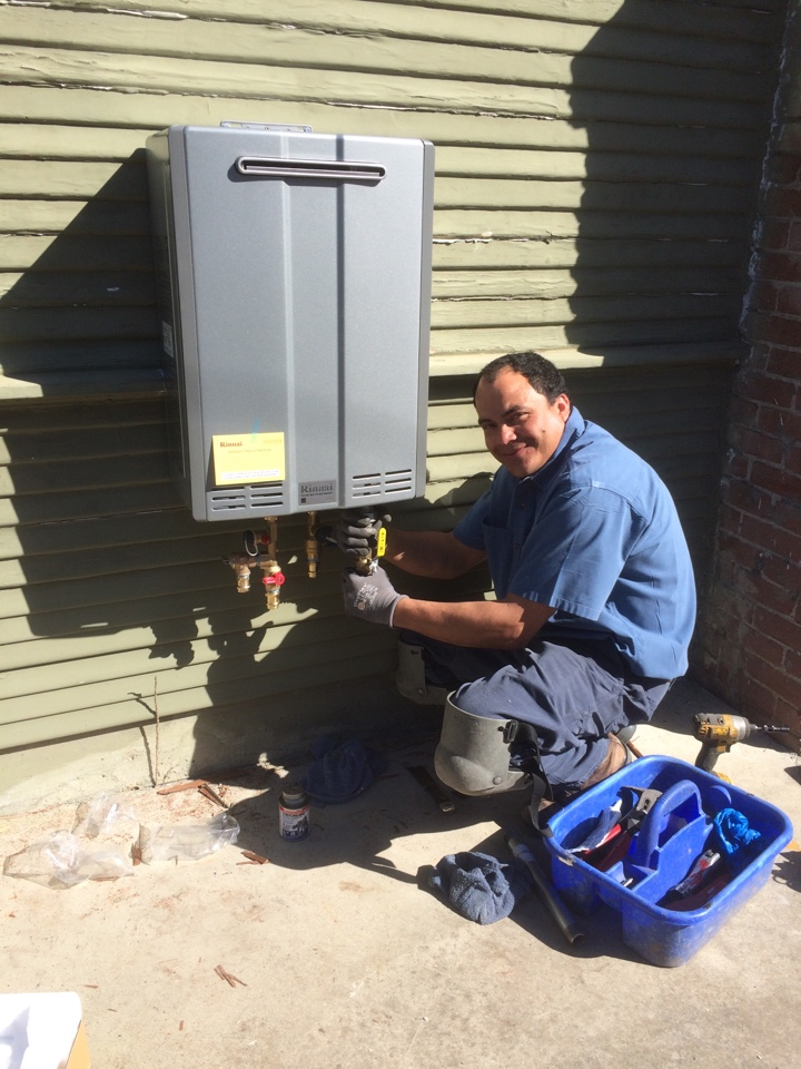 Berkeley, CA - Enrique installed a Rinnai tankless model Ru98e and a Carrier 96% efficient forced air heater. Client is lov'in it.