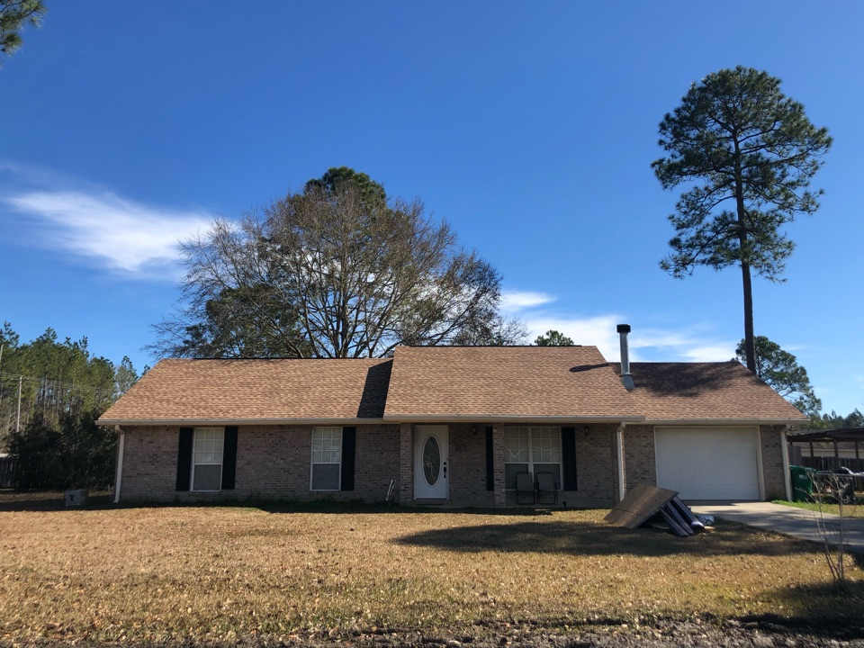 Kiln, MS - This one story home took roof damage and hurricane Zeta. B&M roofing was able to replace their three tab shingles with gorgeous GAF timberline HDZ architectural shingles in the color Shakewood.