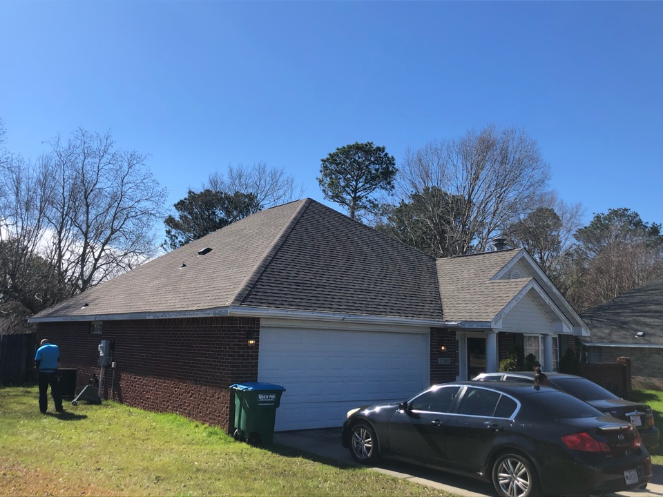 Gulfport, MS - This cute one story home received roof damage from hurricane Zeta. B&M roofing was able to replace your old three tab shingle roof with GAF timberline HDZ architectural shingles in Weatherwood.