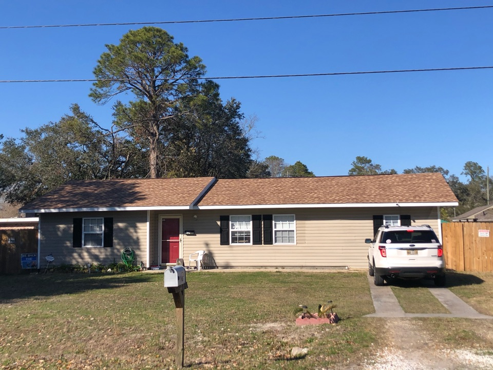 Gulfport, MS - Discrete one story home took damage during hurricane Zeta. B&M Roofing replace their old three tab shingles with GAF timberline HDZ architectural shingles in Shakewood