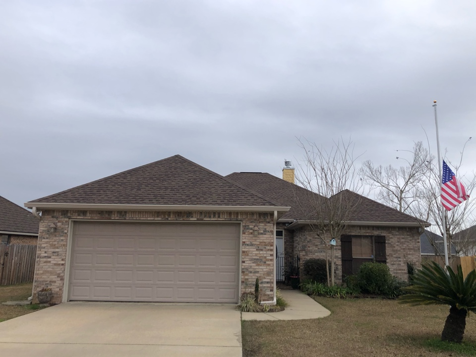 Gulfport, MS - This gorgeous one story home took roof damage during hurricane Zeta. B&M Roofing was able to replace their old three tab shingle roof with brand new GAF timberline architectural HDZ shingles in Barkwood