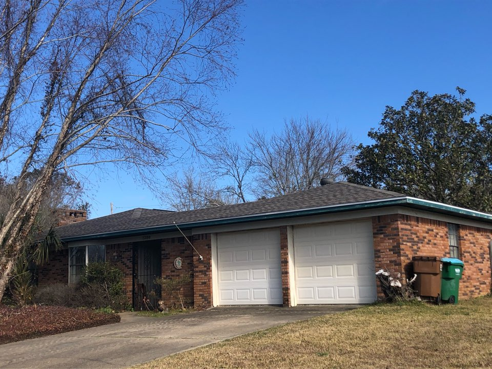 Long Beach, MS - This quaint one story home too roof damage in Hurricane Zeta. B&M Roofing was able to provide them with a brand new roof using GAG Lifetime Series Timberline HDZ Shingles in Weatherwood.