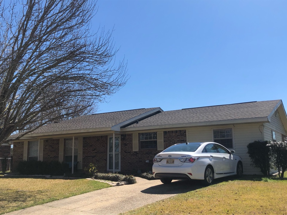 Gulfport, MS - This sweet one story home had roof damage from Hurricane Zeta. B&M Roofing was as able to provide and brand new roof using GAF Lifetime Series Tomberkine HDZ shingles in Weatherwood!