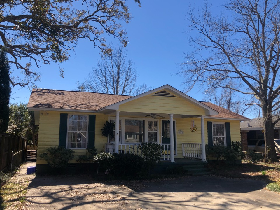 Gulfport, MS - The sweet one story home took roof damage during hurricane Zeta. B&M Roofing provided a new roof using GAF lifetime series timberline HDZ architectural shingles in Shakewood.