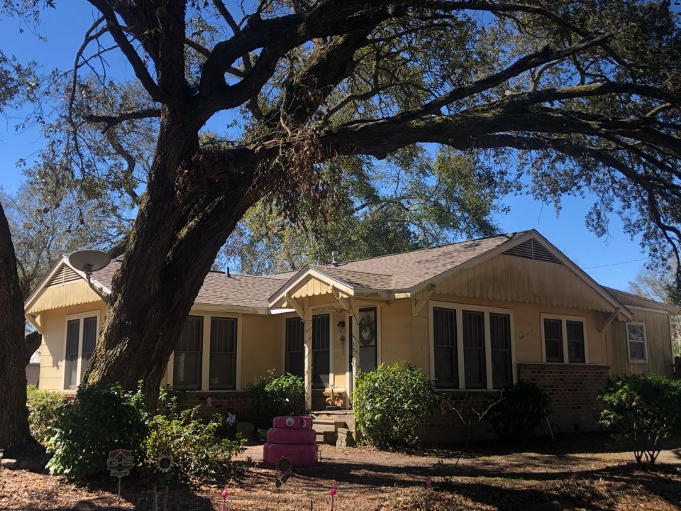 Gulfport, MS - This quaint one story home it took unfortunate damage from the coasts latest hurricane. B&M Roofing provided them a brand new whole re-roof using GAF lifetime series timberline architectural HDZ shingles in the color Weatherwood.