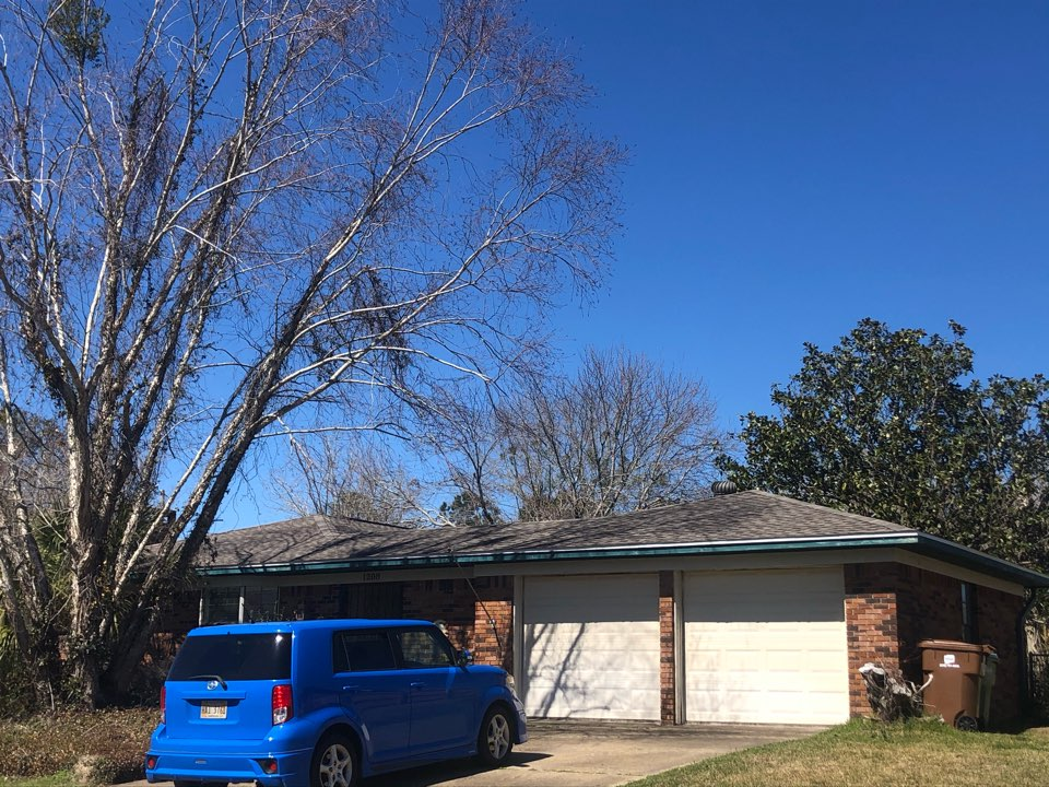 Long Beach, MS - B&M Roofing replaced this roof using GAF Lifetime Series timberline architectural HDZ shingles in the color weatherwood!