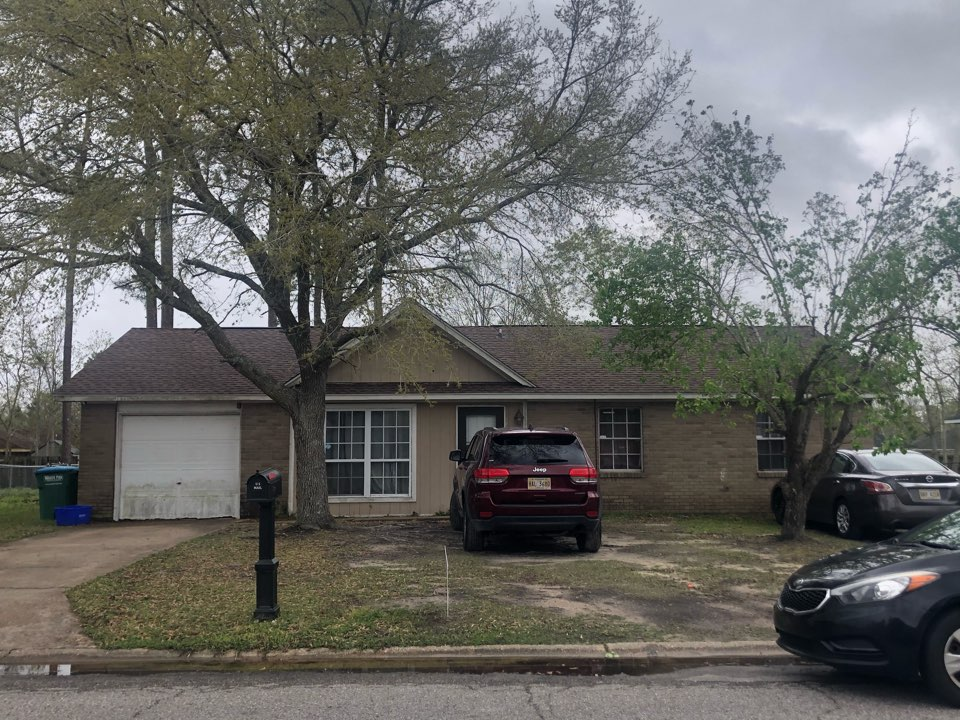 Gulfport, MS - This sweet one story home took roof damage during Hurricane Zeta. B&M Roofing provided them with a brand new roof using GAF lifetime series timberline architectural HDZ shingles in the color Barkwood